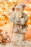 Figurina moderna Santa Claus per le cartoline di Natale con selettivo Immagini Stock Libere da Diritti