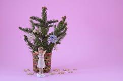 Figurine Анджела и малая ель Стоковое Изображение RF
