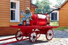 Figurine бобра ` s пожарного на тележке Стоковая Фотография