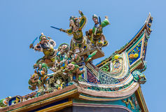 Figurine на китайской крыше виска Стоковая Фотография RF