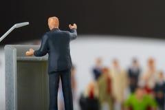figurine политика говоря к людям Стоковая Фотография RF