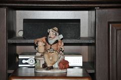 Figurine фарфора путешественника стоковая фотография rf