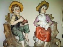 figurine antiquate della ragazza e del ragazzo Fotografia Stock
