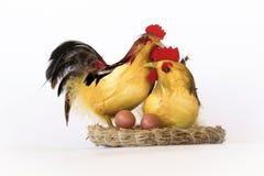 Figurine d'un coq et d'une poule Photo libre de droits