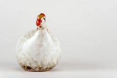 Figurine de porcelaine sous forme de poulet souvenir Photographie stock libre de droits