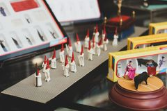 Figurine di piccole dimensioni dei nazareni con i costumi per tradizionale con riferimento a fotografie stock libere da diritti