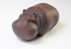 Figurine en bois d'un hippopotame Image stock