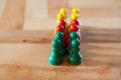 Figurines игры Colorfull на деревянном столе Стоковые Фотографии RF