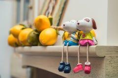 Figurines дня ` s валентинки 2 любящих собаки Стоковая Фотография RF