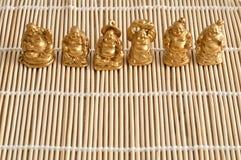 Figurines смеяться над и жизнерадостное золотое Buddhas стоковое фото