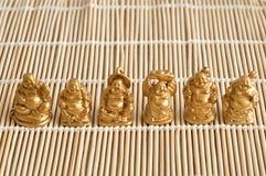 Figurines смеяться над и жизнерадостное золотое Buddhas стоковые фото