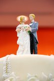 Figurines of the bride and groom on wedding cake Royalty Free Stock Photos