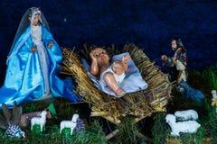 Figurines d'une nativité en détail photos stock