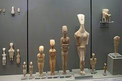 Figurines de Cycladic dans le musée de l'archéologie, Athènes images libres de droits