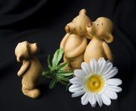 Figurines dos ursos em um fundo preto Imagens de Stock Royalty Free