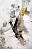 Figurines drôles de gâteau de mariage Image stock