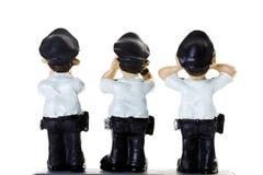 Figurines en plastique des policiers, vue arrière Image libre de droits