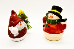 Figurines faites main de bonhommes de neige d'isolement sur le fond blanc Décoration de Noël images libres de droits