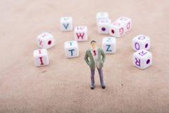 Figurka i kolorowi abecadło listu sześciany Zdjęcia Stock
