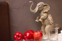 Figurka słoń na tło ścianie Zdjęcie Royalty Free