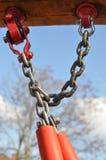 Fijación de cadena del metal el oscilación Fotos de archivo