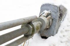 Fijación de la pasarela de la suspensión del cable fotografía de archivo libre de regalías