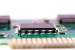 Fijación de un componente de ordenador Imagenes de archivo
