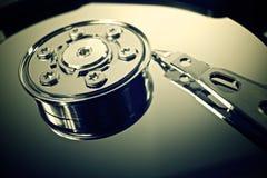 Fijación de un componente de ordenador Fotos de archivo
