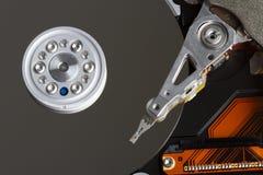 Fijación de un componente de ordenador Foto de archivo