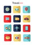 Fijado con los iconos planos del viaje Elemento hermoso para su diseño del viaje stock de ilustración
