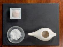 Fijado para la limpieza nasal con el pote del neti, sistema ayurvedic de la medicina en una pizarra negra imágenes de archivo libres de regalías