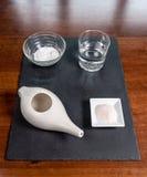 Fijado para la limpieza nasal con el pote del neti, sistema ayurvedic de la medicina fotos de archivo