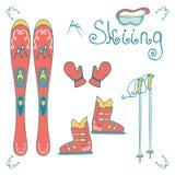 Fije con el esquí de la montaña, botas, máscara, guante aislado en el fondo blanco Fotos de archivo libres de regalías