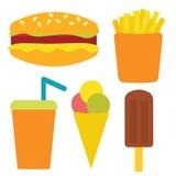 Fije con los alimentos de preparación rápida: cheeseburger, patatas fritas, helado, soda Imagenes de archivo