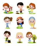 Fije de diverso carácter de los niños en actividades al aire libre del verano ilustración del vector