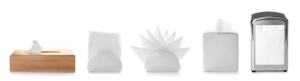 Fije de diversos tenedores modernos de la servilleta con las servilletas de papel fotografía de archivo