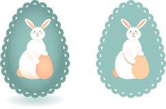 Fije de dos imágenes estilizadas del conejito de pascua en fondo de la silueta del huevo con el borde del cordón ilustración del vector