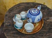 Fije de la tetera y de la taza de té fotografía de archivo libre de regalías