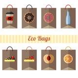 Fije de las bolsas de papel del eco con diversos productos en el fondo blanco libre illustration