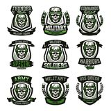 Fije de los logotipos militares, emblemas Cráneo, casco, vidrios, soldado, munición Ejemplo del vector, imprimiendo en las camise libre illustration