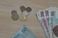 Fije de Zloty polaco de las monedas, de PLN en plata y de colores oro como símbolo de la moneda en Polonia fotografía de archivo