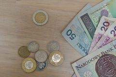 Fije de Zloty polaco de las monedas, de PLN en plata y de colores oro como símbolo de la moneda en Polonia foto de archivo