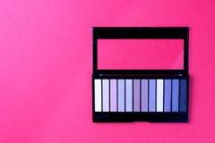 Fije del cosmético decorativo en una opinión de top colorida del fondo imágenes de archivo libres de regalías