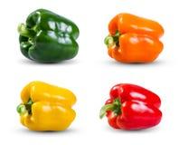 Fije la colección de pimientas de las verduras frescas, del verde, del amarillo, rojas y anaranjadas aisladas en un fondo blanco Fotos de archivo libres de regalías