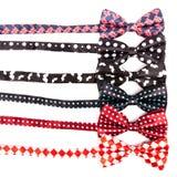 Fije la corbata de lazo en diversos colores para la celebración en aislada Fotos de archivo libres de regalías