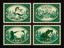Fije la plantilla de sellos con los elementos para cazar, bosque, animales Foto de archivo libre de regalías