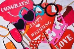 fije los apoyos de la boda para una sesión fotográfica divertida Imagen de archivo