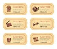 Fije los boletos de la película del cine El viejo vintage marca etiquetas con la comida de las palomitas y bebida y otros iconos ilustración del vector