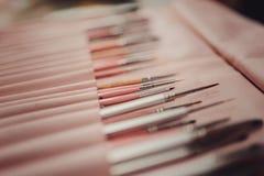 fije los cepillos del arte del clavo en fondo Fotos de archivo libres de regalías