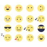 Fije los iconos sonrientes para los usos y la charla Emoticons con diversas emociones aislados en el fondo blanco Fotos de archivo